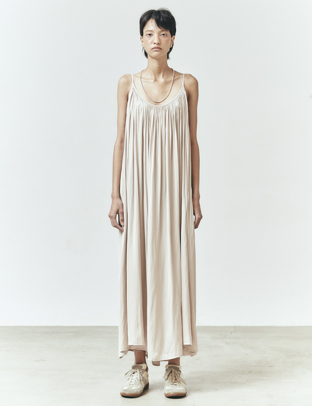SLEEVELESS GATHERED DRESS (BEIGE)